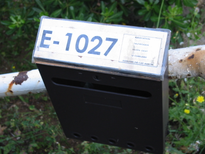 Photo - Letter box at entrance to E-1027